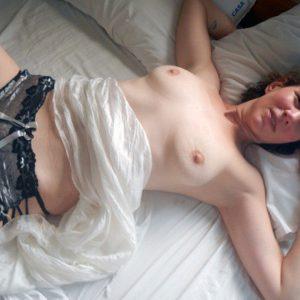 Erfahrene Frau braucht dringend Dauerstecher für Sexbeziehung